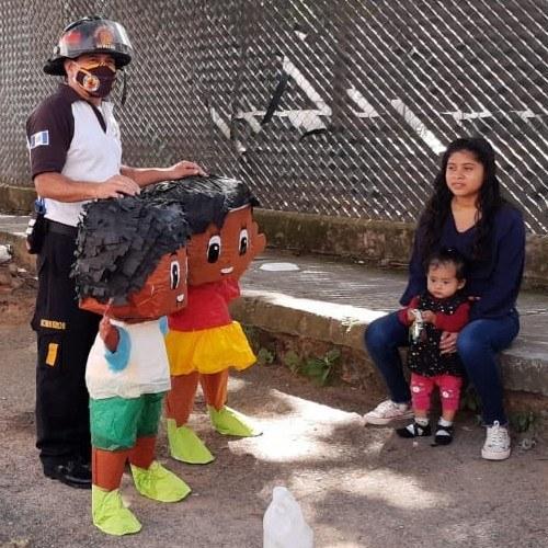 bomberos-voluntarios-promovieron-campana-uso-responsable-pirotecnia-guatemala-celebra-responsable