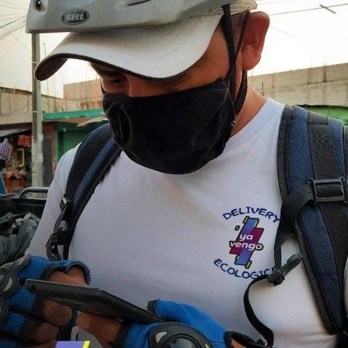 guatemalteco-eduardo-perez-emprendio-servicio-mensajeria-ecologico-ya-vengo-ciudad-guatemala