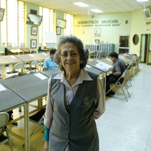 maria-eugenia-gordillo-periodista-guatemalteca-reconocida-medalla-ohtli-mexico-directora-hemeroteca-nacional-guatemala