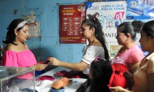mujeres-emprendieron-negocio-becas-awe-guatemala-historias-exito-aura-lopez