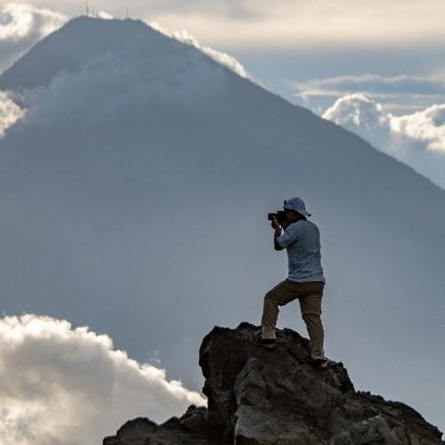 national-geographic-compartio-fotografia-gustemalteco-david-rojas-expedicion-ascenso-volcan-fuego
