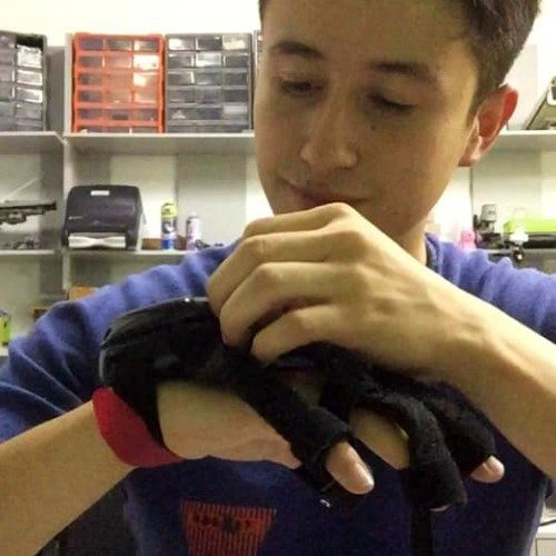 telemundo-destaco-joven-guatemalteco-creador-guantes-aprender-matematicas-proyecto-usher