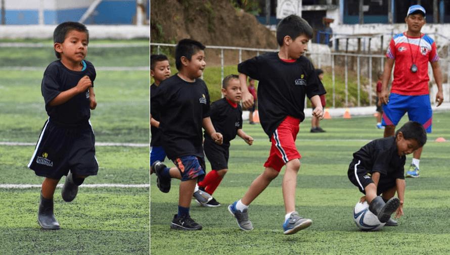 Elmer, el niño originario de Cahabón apasionado al fútbol que juega con botas de hule
