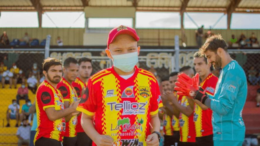 Esdras Antonio Sosa cumplió su sueño de conocer a los jugadores del Zacapa-Tellioz