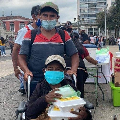 cocinemos-guate-proyecto-ayuda-guatemaltecos-destacado-telemundo-iniciativa-donaciones