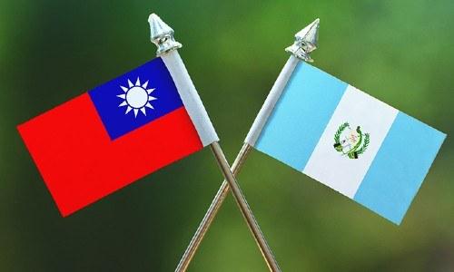convocatoria-becas-mofa-taiwan-guatemaltecos-2021-banderas-guatemala-taiwan