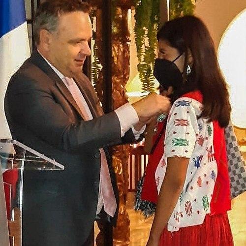 Guatemaltecos fueron condecorados con la Orden de las Artes y las Letras de  Francia