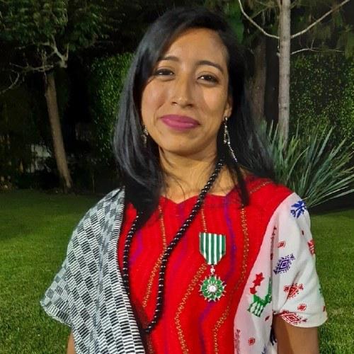 guatemaltecos-condecorados-orden-artes-letras-francia-maria-mercedes-coroy