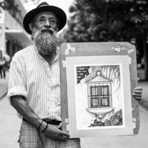 luis-fernando-barreda-artista-vende-pinturas-sexta-avenida-ciudad-guatemala-apoyo-guatemaltecos
