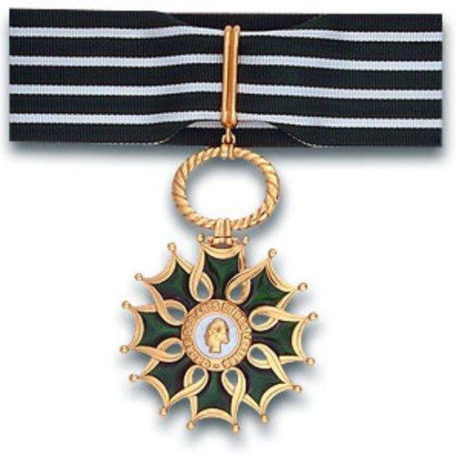 maria-mercedes-coroy-pamela-guinea-cesar-diaz-recibieron-orden-artes-letras-francia-condecoracion-caballeros