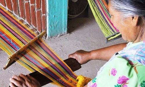 museo-ixchel-traje-indigena-ofrece-becas-ninos-adultos-para-curso-tejido-telar-cintura-como-aplicar-informacion-requisitos