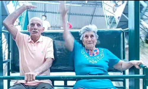 ovidio-tobar-elvira-arriaza-dos-abuelitos-disfrutaron-columpio-mas-grande-guatemala-originarios-zacapa