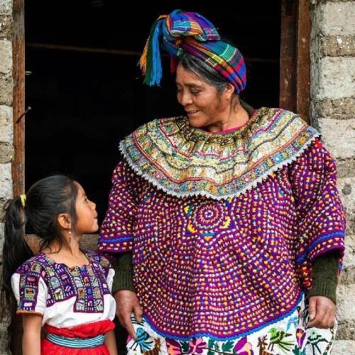 raices-poderosas-indumentaria-maya-guatemalteca-identidad-lenguaje-dioses-marcos-andres-antil-trajes-regionales-ancestrales