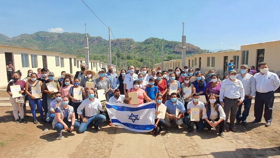 Embajada de Israel donó viviendas a familias afectadas por la erupción del volcán de Fuego