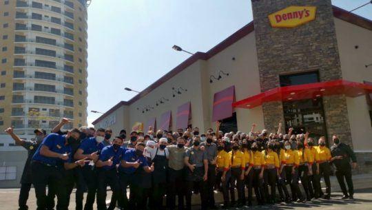 Nuevo restaurante Denny's llegó a Vista Hermosa con servicio las 24 horas