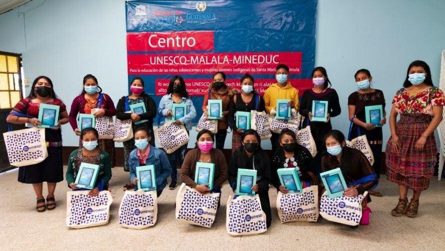 Unesco brindó becas de estudio de bachillerato a distancia a mujeres de San Andrés Xecul, Totonicapán (1)
