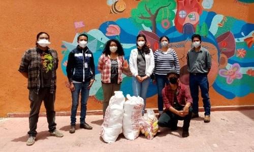 bonifaz-diaz-guatemalteco-lleva-ayuda-quetzaltecos-escasos-recursos-libros-incaparina