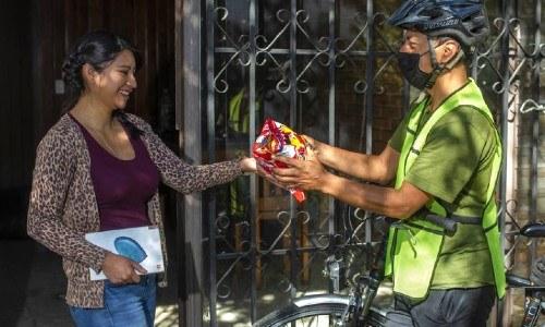 bonifaz-diaz-guatemalteco-lleva-ayuda-quetzaltecos-escasos-recursos-quetzaltenango