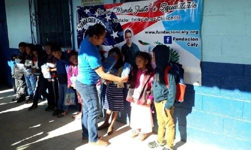 erick-gomez-guatemalteco-ayuda-comunidades-guatemala-maryland-estados-unidos-niños