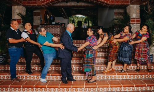 esposos-guatemaltecos-celebraron-60-anos-casados-compartieron-sesion-fotos-guatemala-familia-hijos