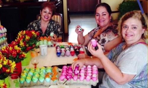 fundacion-ayuvi-vende-bolsas-cascarones-carnaval-ayudar-ninos-cancer-recaudar-fondos-terapias-guatemala