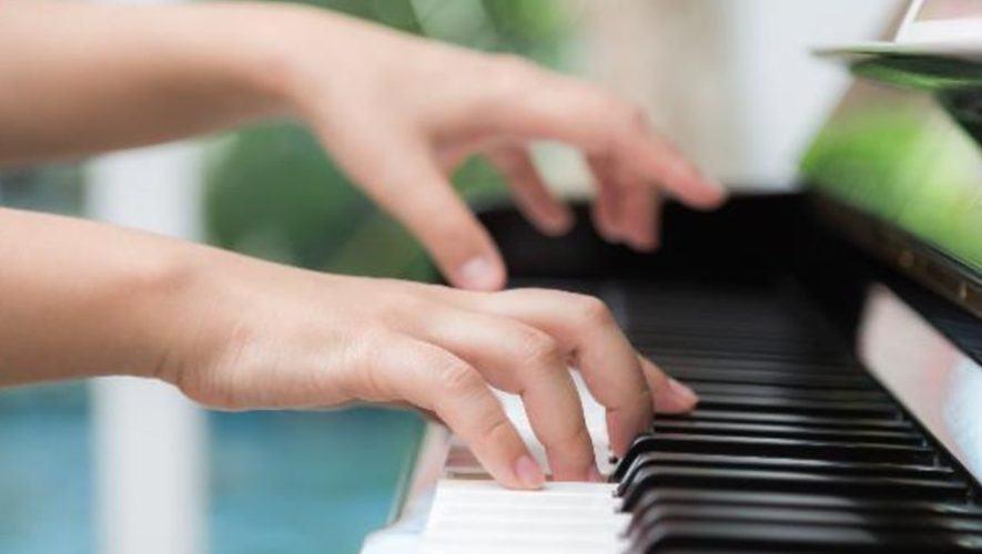 maestro-teclado-direccion-municipal-cultura-san-lucas-sacatepequez