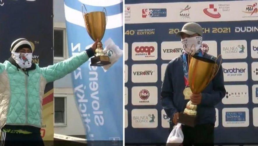 Descripción de la foto para personas con discapacidad visual - A la izquierda, Sánchez recibiendo su trofeo y a la derecha Barrondo.- Crédito de foto - Slovak Athletics