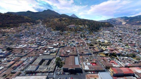 Descripción de la foto para personas con discapacidad visual - Vista aérea del centro de la ciudad de Quetzaltenango. - Crédito de foto -Oscar Walter