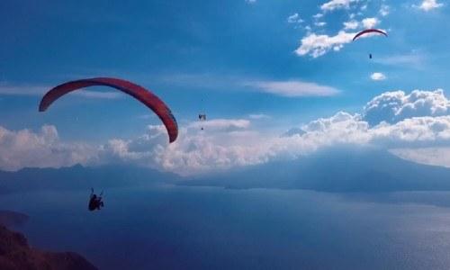 Guatemalteco hizo vuelo y parapente y grabó el Lago de Atitlán desde los cielos guatemaltecos