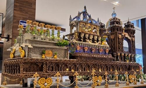Quetzalteco elaboró un anda procesional gigante con plastilina