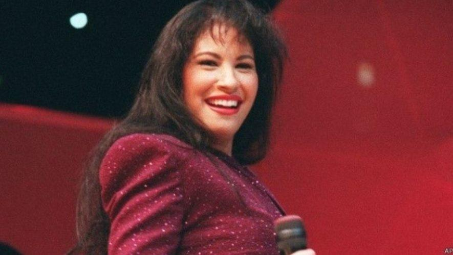 Tributo a Selena Quintanilla al aire libre en Antigua Guatemala | Marzo 2021