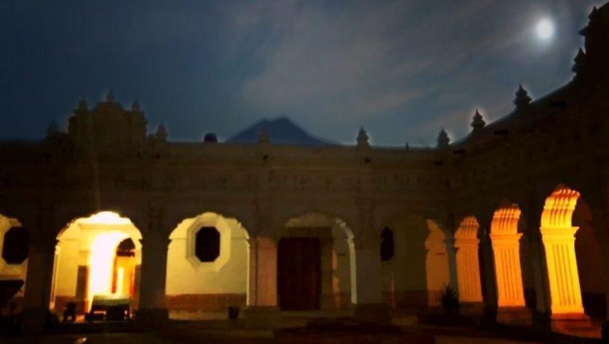 Una noche de luna en el Museo de Arte Colonial, Antigua Guatemala | Marzo 2021