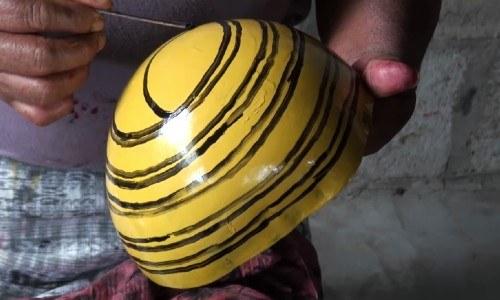 aquilina-alvarado-rojas-artesana-fabrica-coloridos-guacales-arbol-morro-baja-verapaz-artesanías