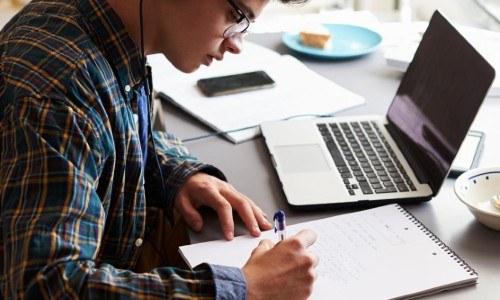 cursos-tecnologia-linea-ninos-jovenes-guatemaltecos-avalados-edutek-marzo-2021-especializacion-requisitos