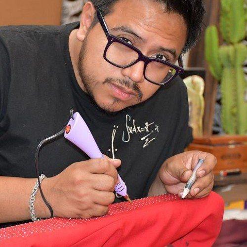 david-viato-guatemalteco-perfecciono-confeccion-chaqueta-the-weeknd-superbowl