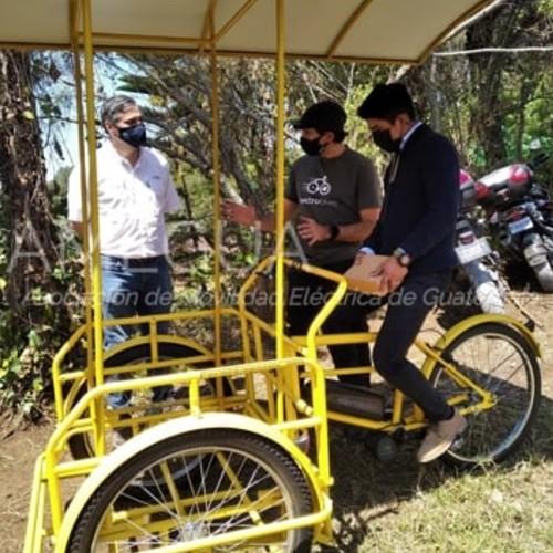 guatemalteco-gerardo-ixcoy-profe-lalito-recibio-nuevo-triciclo-electrico-amegua-electrobike-donacion
