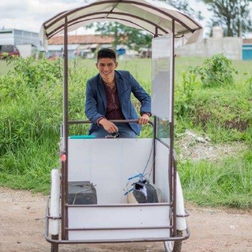 guatemalteco-gerardo-ixcoy-profe-lalito-recibio-nuevo-triciclo-electrico-maestro-originario
