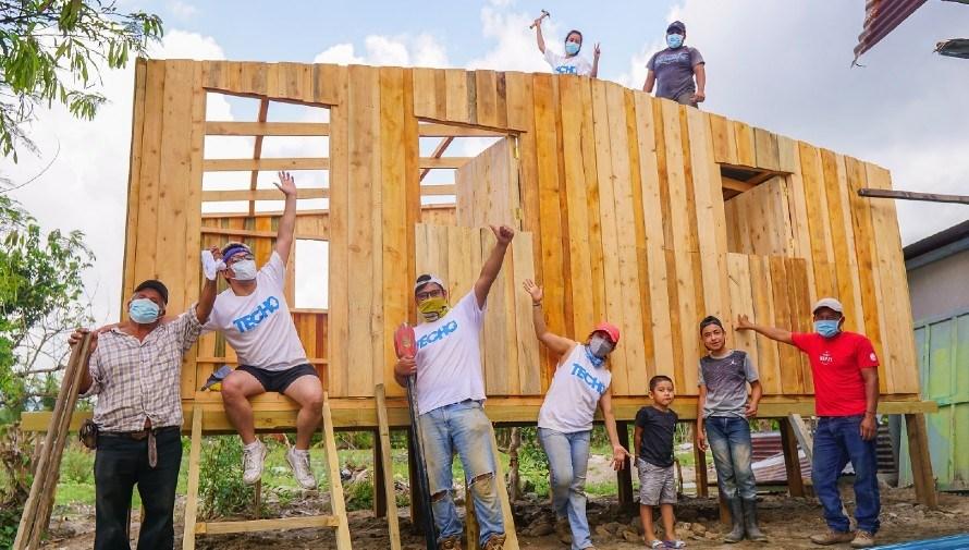 TECHO hizo la primera construcción de viviendas para los afectados por ETA e IOTA en Guatemala