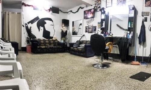 tulio-saenz-barbero-guatemalteco-regalando-cortes-cabello-abuelitos-barberia-ubicacion-como llegar