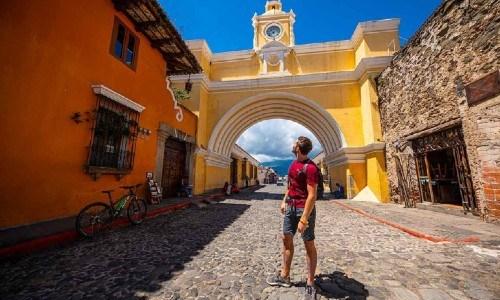 turismo interno arco de santa catalina antigua guatemala