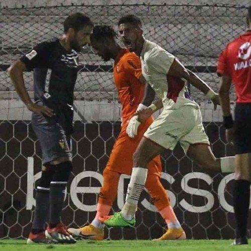 Futbolista guatemalteco se lució en la victoria de equipo peruano para el que juega