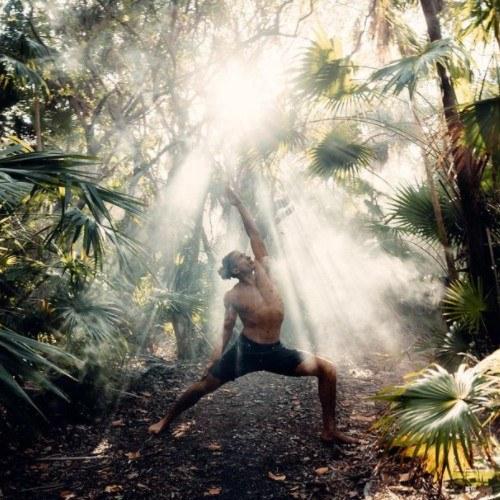 Maestro de yoga estadounidense estuvo en Tikal y el Lago de Atitlán jonah kest
