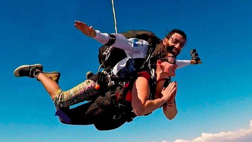Saltos en paracaídas en Escuintla | Abril 2021