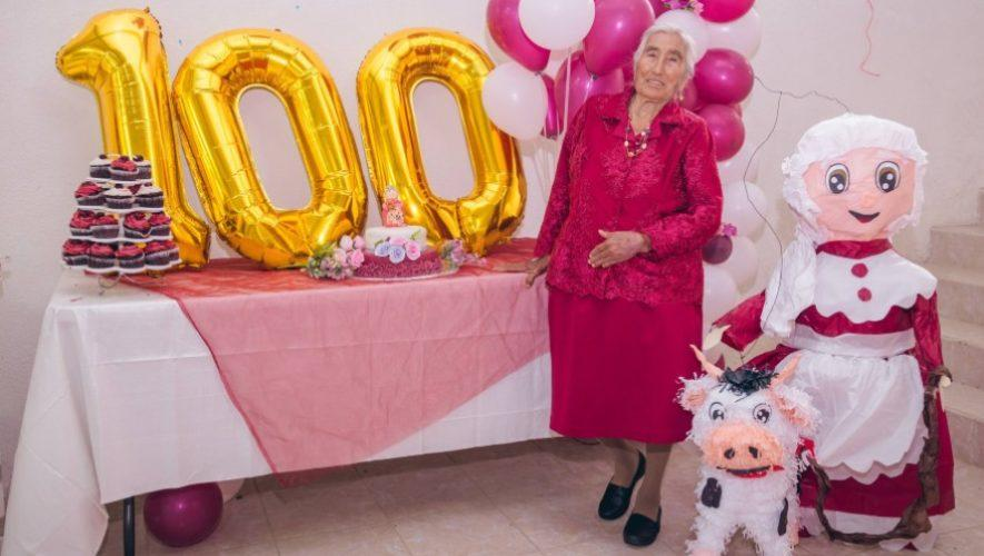 Así celebró sus 100 años de edad la huehueteca Indalecia Díaz, mayo 2021