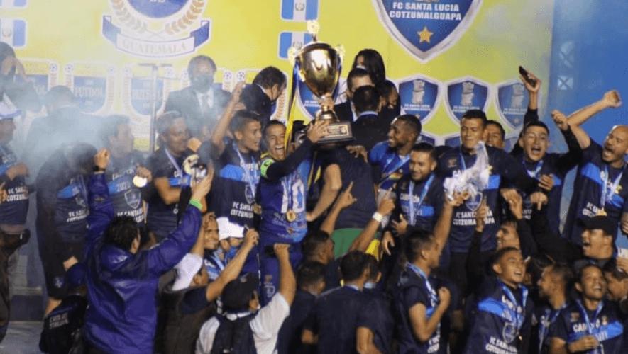 FC Santa Lucía Cotzumalguapa es felicitado por el presidente de la FIFA, Gianni Infantino