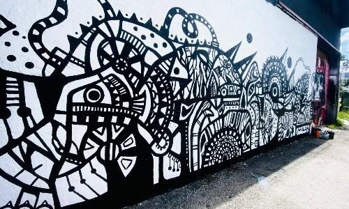 Guatemalteca creó mural de La Máquina del Tiempo