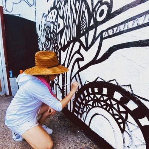 Guatemalteca hizo mural enel primer museo del mundo dedicado a la evolución del graffiti