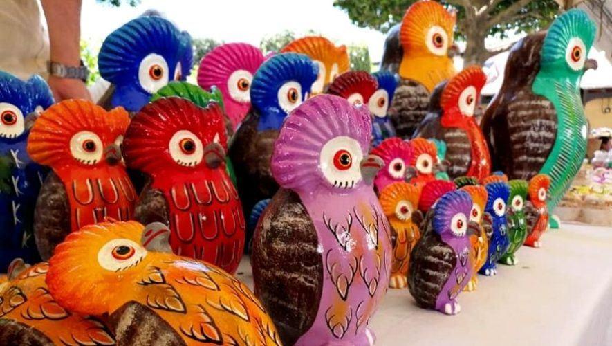 Jueves de artesanos en el Parque Central de Antigua Guatemala   2021