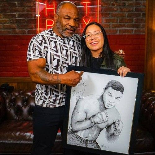 Mike Tyson recibió retrato hecho por una guatemalteca