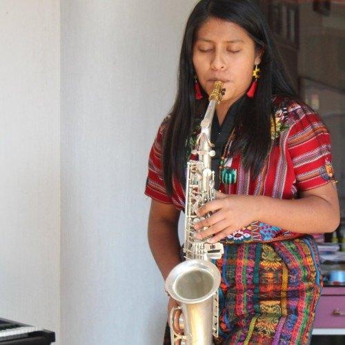 guatemalteca Reynita Rodríguez patzun chimaltenango saxofon
